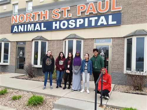 8th grade students visit North St. Paul Animal Hospital